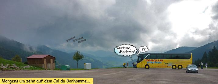 KLX250 und Reisebus auf dem Col du Bonhomme