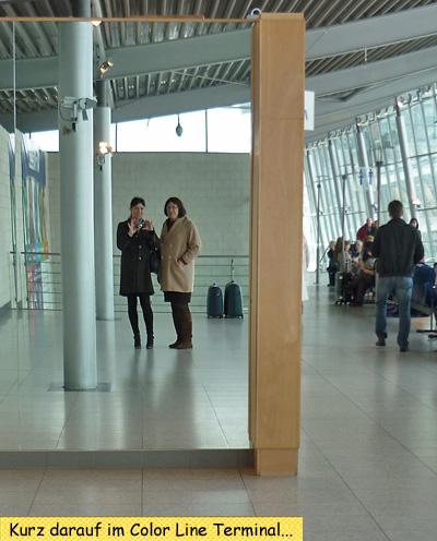 Svenja und Claudia im Color Line Terminal in Kiel